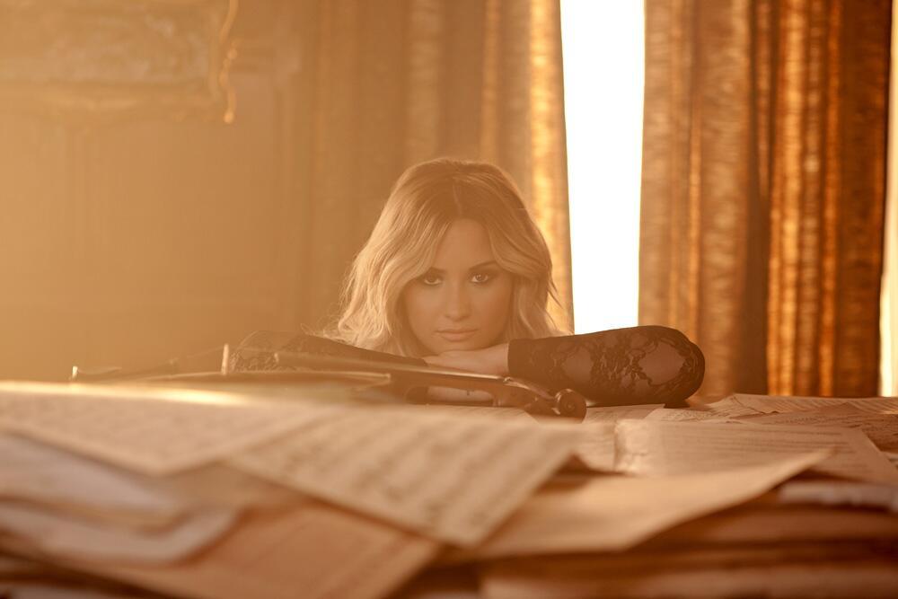 Demi lovato premieres let it go music video from frozen