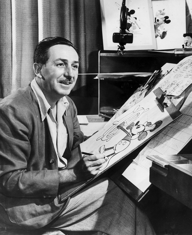 Walt-Disney-Drawing-Mickey-Mouse